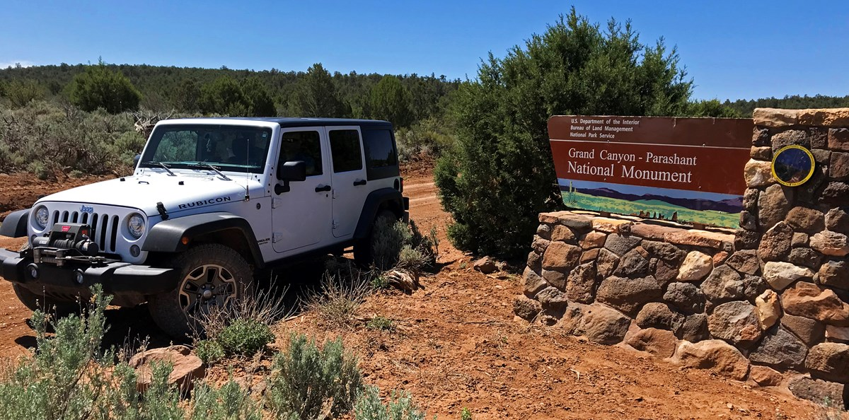 Jeep at monument entrance sign