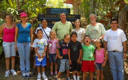 Park Rangers Luis Mena and David Kronk (green shirts, back row) with school children in Costa Rica.