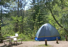 A tent and picnic table at Little Beaver Lake Campground.