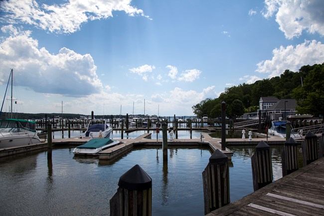 A scenic view of Fort Washington Marina