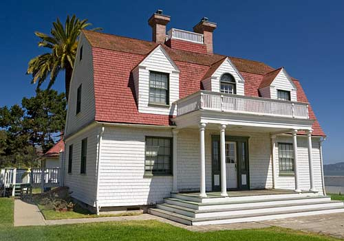 Building 1092  was constructed in 1890 as the Coast Guard commander's quarters.