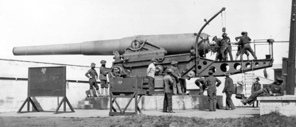 Loading a 12-inch gun at Battery Godfrey