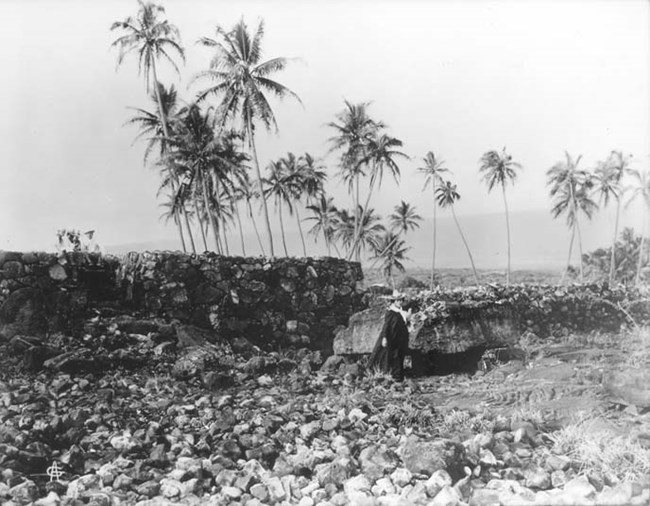 'Āle'ale'a Heiau in the early 1900's