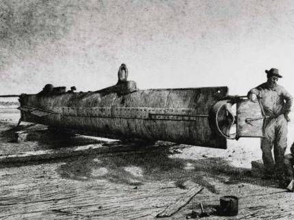 Drawing of Confederate submarine H.L. Hunley