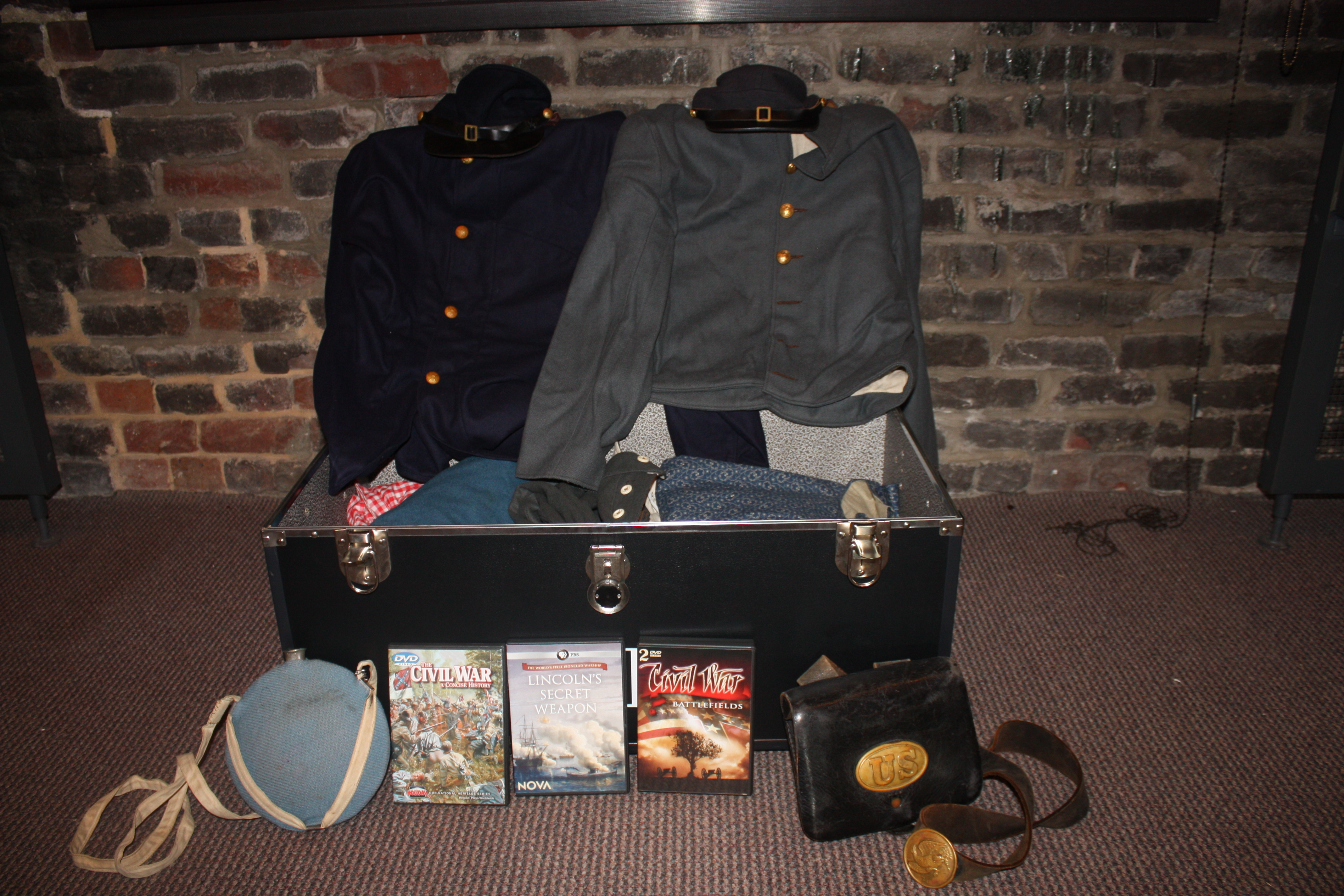 This Civil War traveling trunk is freely available for use in your classroom.