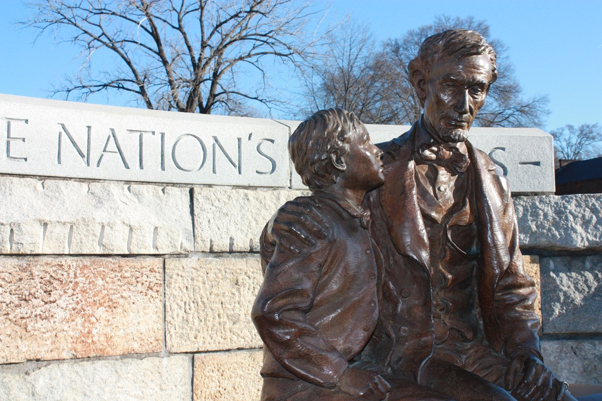 Bronze statue of Abraham Lincoln and his son, Tad, both seated.