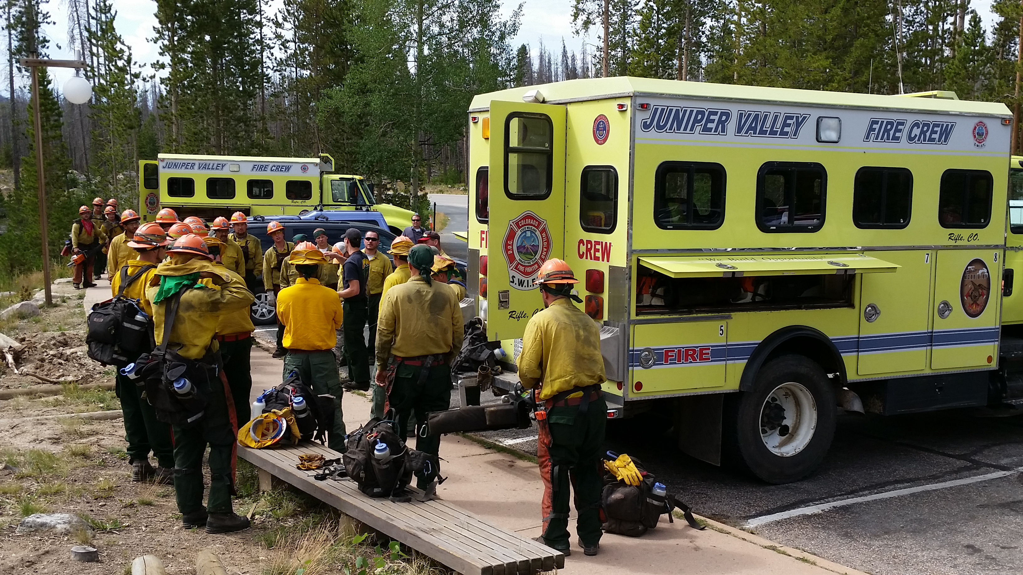 Crews receiving briefing this morning at trailhead, Wednesday, August 13