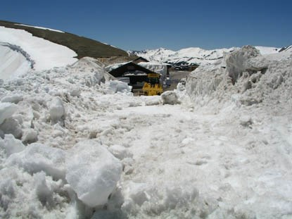 Photo Snow bank at top of Old Fall River Road from Alpine Visitor Center parking area on June 10, 2011