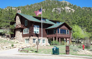 Photo of Moraine Park Visitor Center with the US flag flying out front.