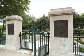 Entrance to Hahn Memorial