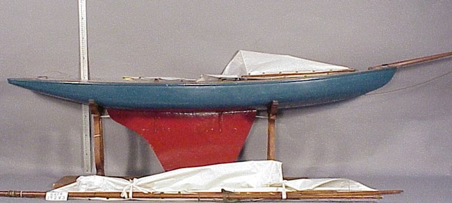 Deep-keeled large pond racing yacht model (SAFR 19283)