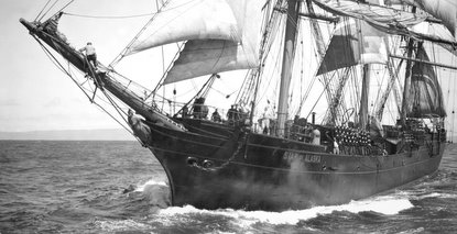 Balclutha as Alaska Packers Association ship Star of Alaska, circa 1920 photographed by Gabriel Moulin. (P80-084.1nl)