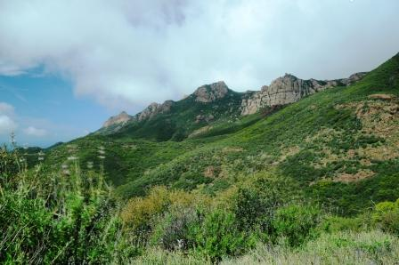 Mountain views can be seen from the early steps along the Sandstone Peak Trail.