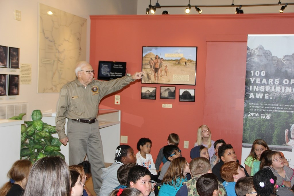 Shiloh VIP Introduces Fourth Graders to Indian Artifacts