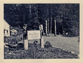 Black and white photograph of the park's entrance in the 1940s.