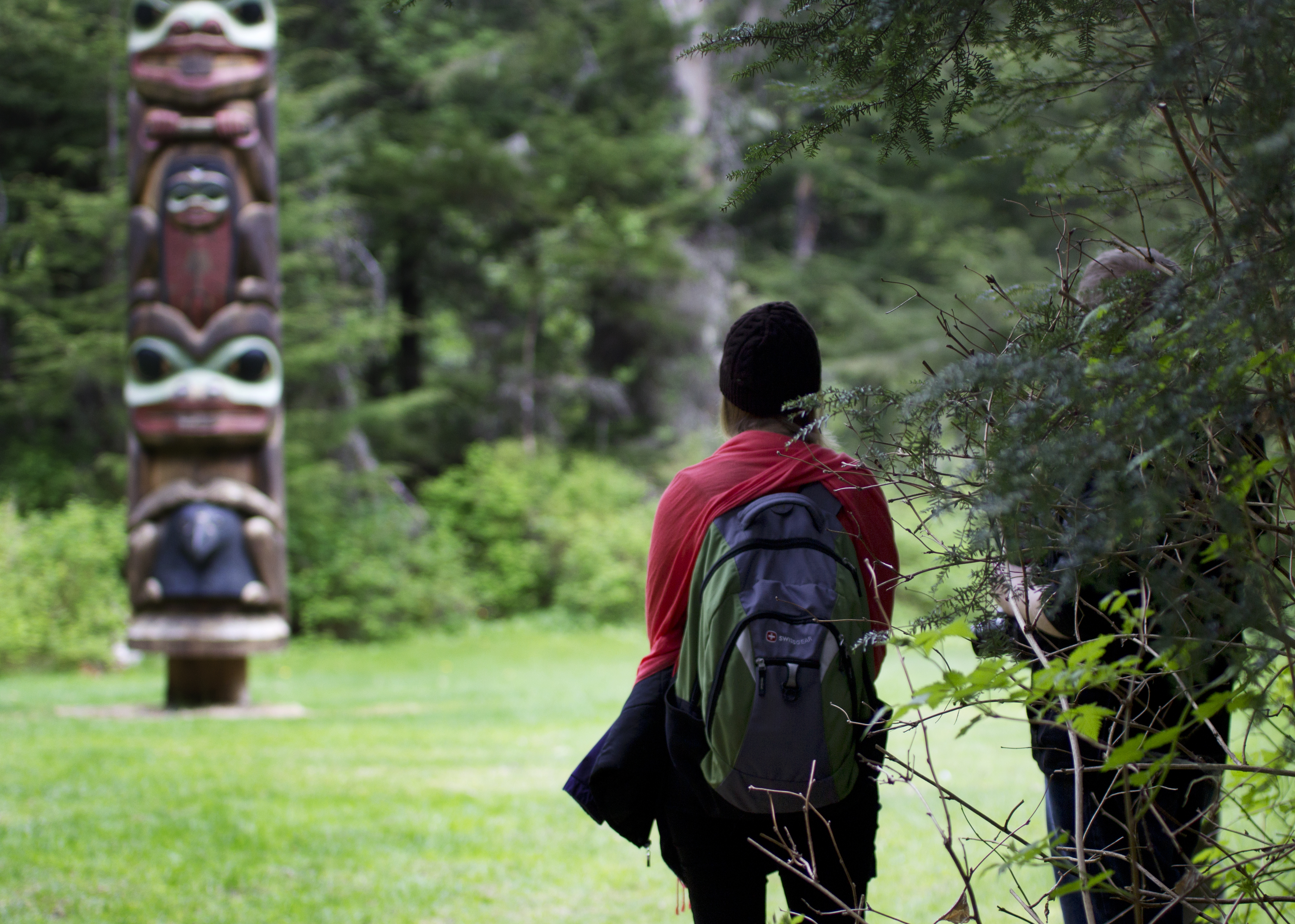 A couple walks along the Totem Trail.