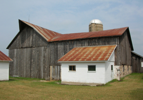 Dechow Barn and Milkhouse