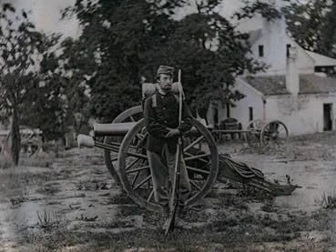 Federal infantryman with artillery and limber