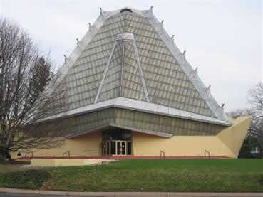 Beth Sholom Synagogue is the result of a joint effort by Rabbi Mortimer J. Cohen and Frank Lloyd Wright.
