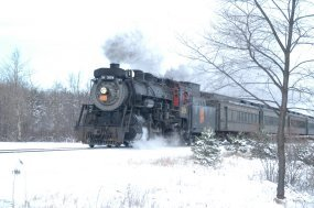 CN 3254 with 2005 Ice Harvest Festival excursion.