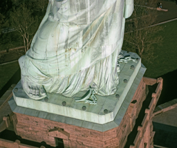 The Statue's shackles and feet.