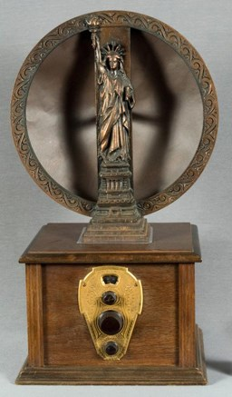 A Mohawk one-dial radio with a Statue of Liberty speaker frame, circa 1920s.