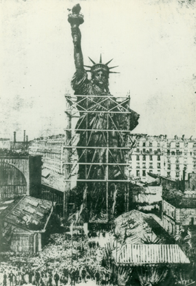 An illustration of the presentation of the Statue to the U.S. Minister Levi Parsons Morton in Paris on July 4, 1881.