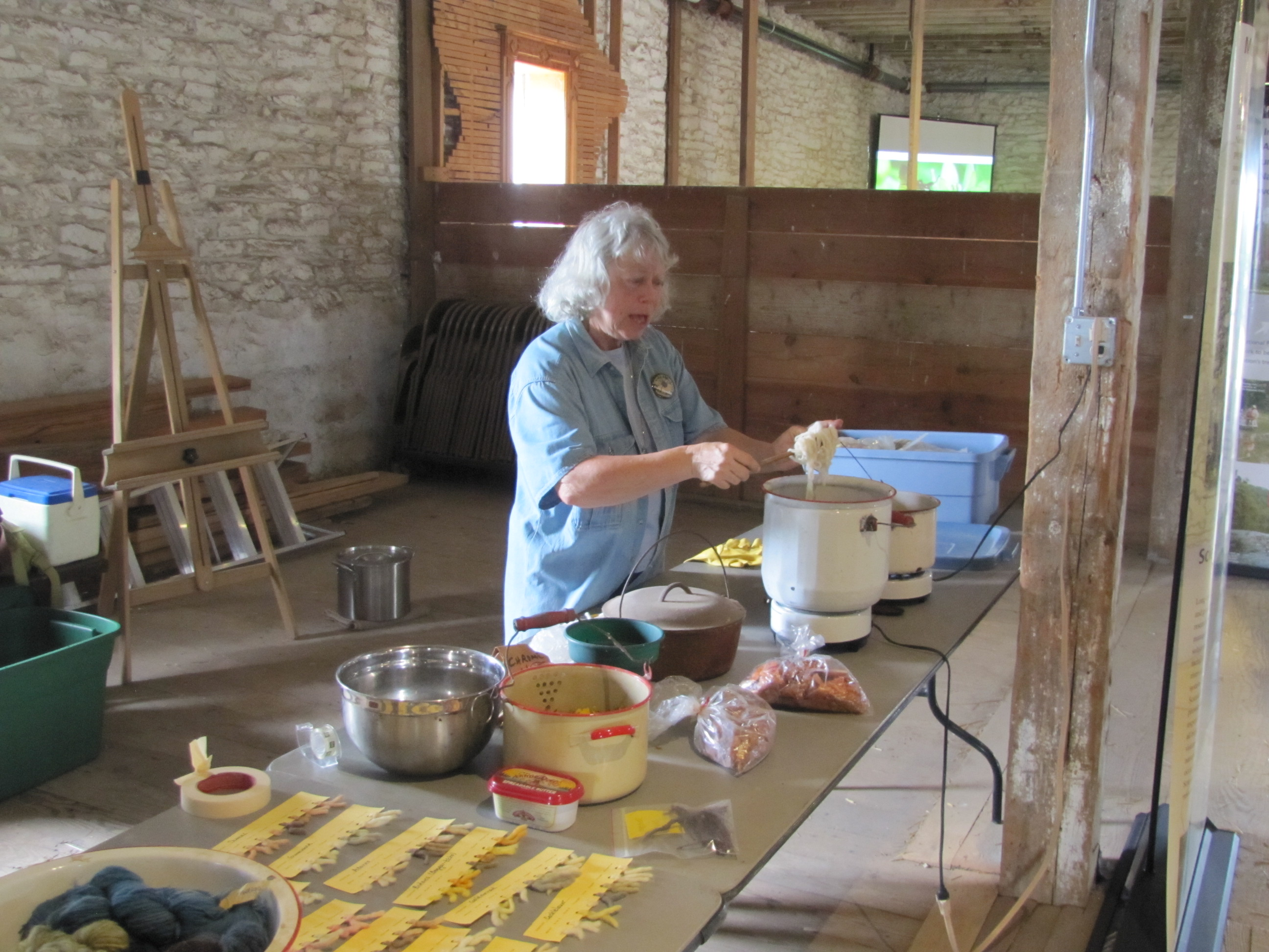 Volunteer presenting program on dyeing yarn using different prairie plants