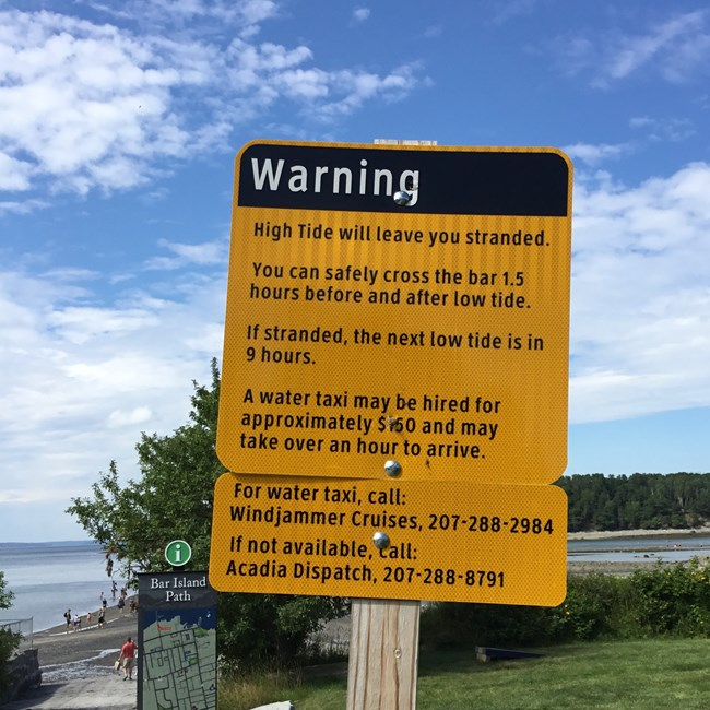Yellow warning sign about tide changes