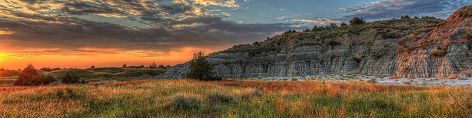 Sunset on the badlands of Theodore Roosevelt National Park