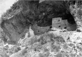 early view of Lower Cliff Dwellings