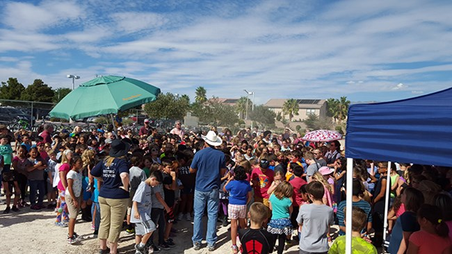 800 Las Vegas students celebrate National Fossil Day