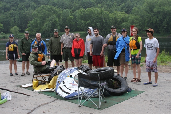 High school students help clean up the Delaware River