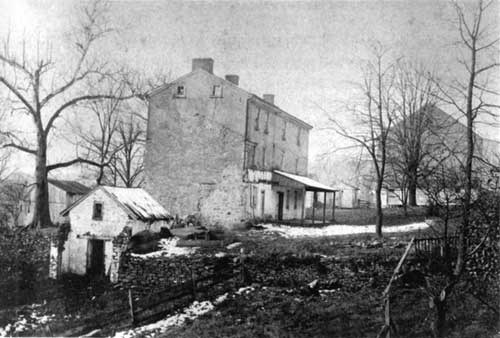 early photograph of Varnum's Quarters, purchased by the park in 1918. Upper: before DAR renovation of 1920s; what may be the original roofline is faintly visible.
