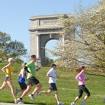 Runners in front of Arch