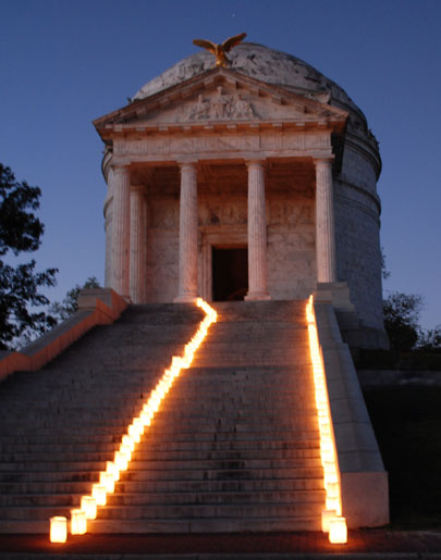 IL-Memorial-luminariesDSC_7574
