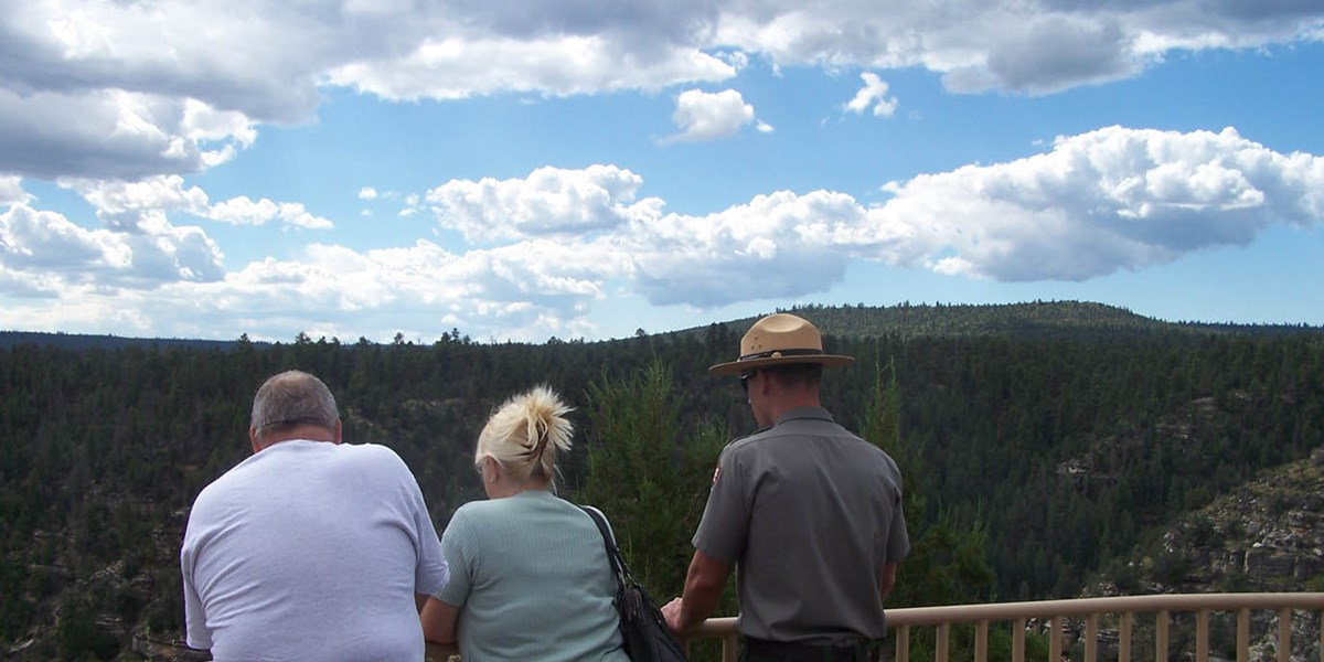 Ranger with visitors on the Rim Trail