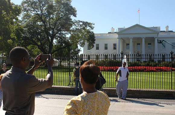 Visitors taking a picture of the north side of the White House