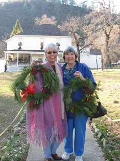 Big smiles and beautiful wreaths!