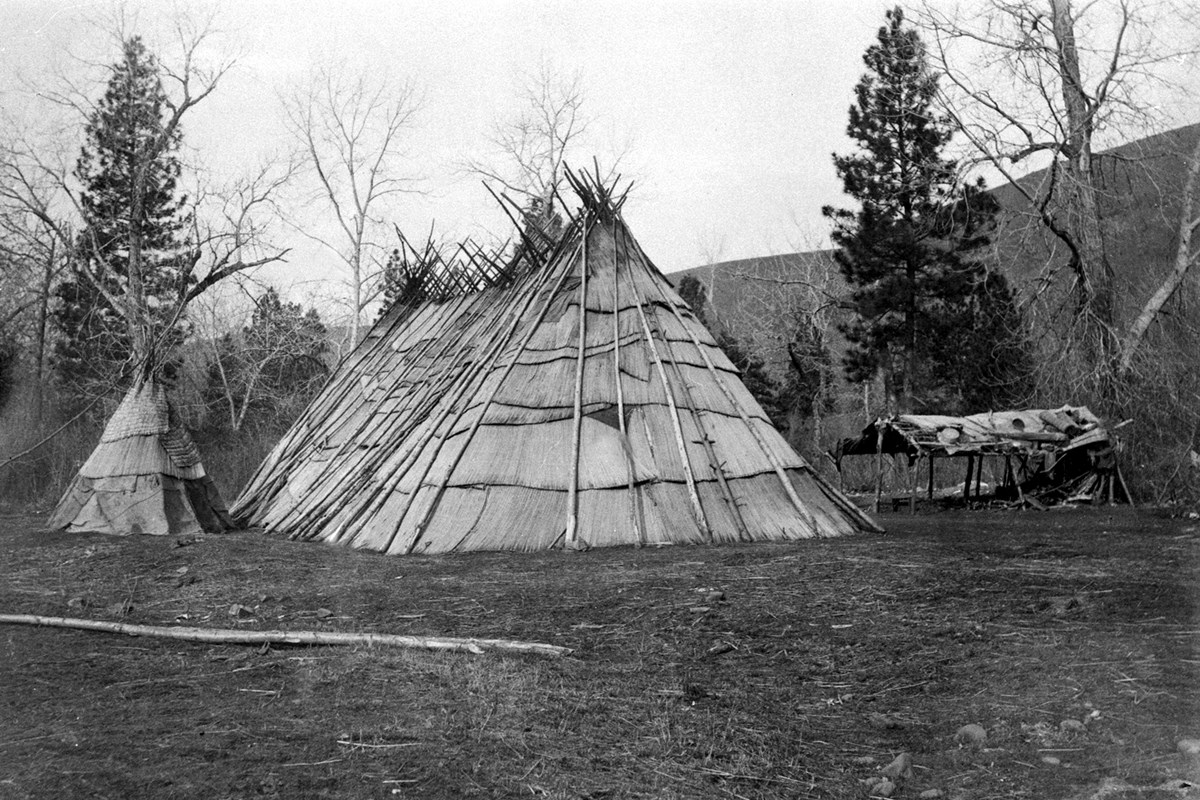 Tule mat lodge