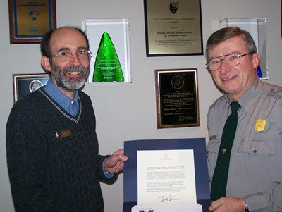 Volunteer David Borges accepts award from Chief of Interpretation Roger Trick