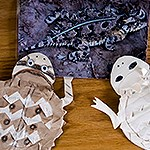 Image of a horny toad and two crafted horny toads made of paper.