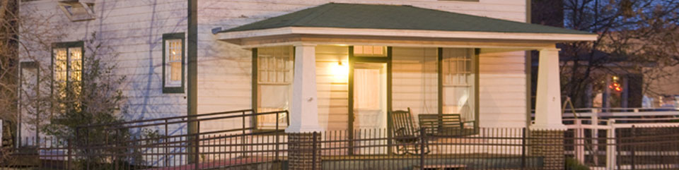 Image of the front porch of the Clinton Birthplace Home at night.