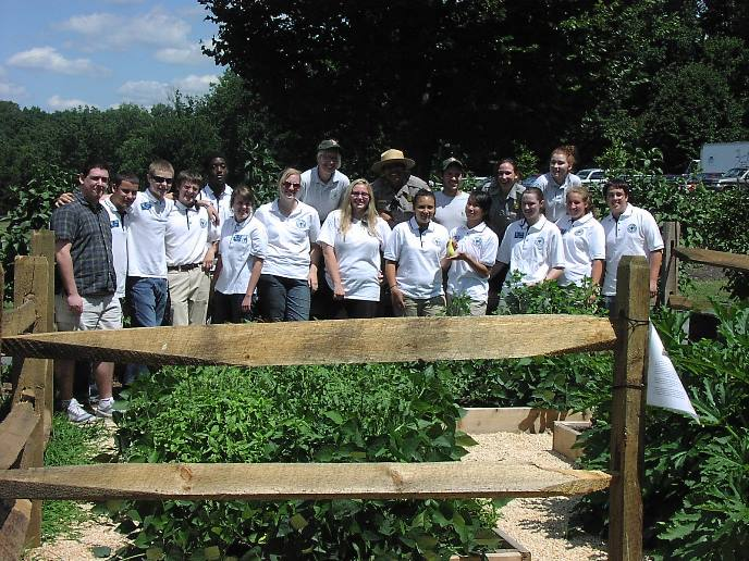 Group photo of Interns and Youth Conservation Corps members in one of Wolf Trap's vegetable gardens