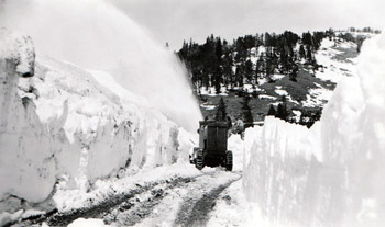 Snogo rotary snowplow clearing Dunraven Pass, May 24, 1933. Superintendents Monthly Narrative Report, May 1933, Yellowstone Research Library.