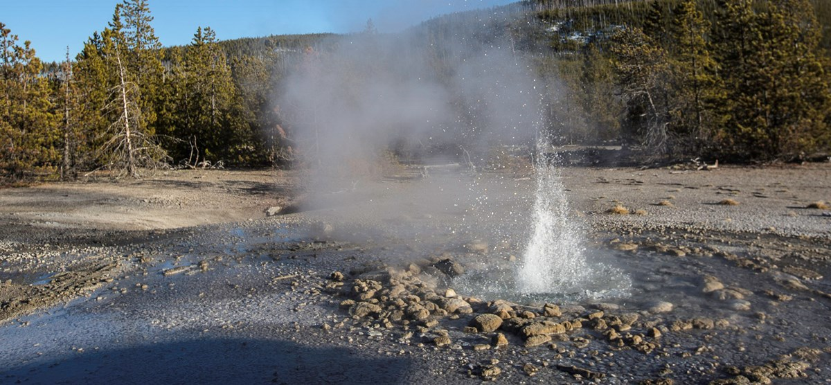 A photo of Vixen Geyser (minor eruption).