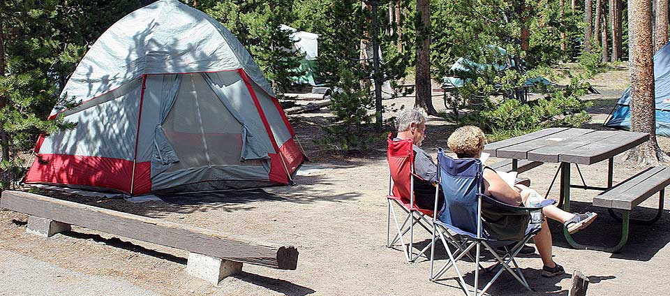 Yellowstone campgrounds with full hookups southern