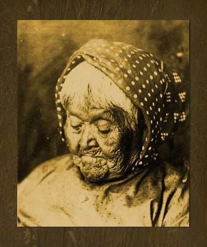 To Tu Ya/Maria Lebrado Ydrte. An old woman looking down.