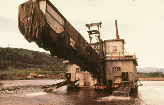 Photo of the Coal Creek dredge operating in 1974.