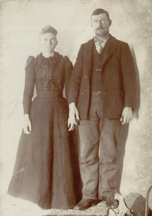 "Arthur ""Cap"" Reynolds (seen here with his wife Sadie in 1900) is the person most closely associated with the cabin and with Sam Creek."